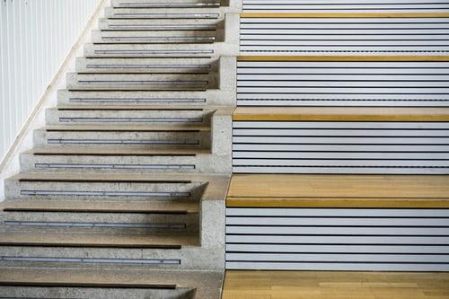 Notranje stopnice – lesene – zakaj so tako priljubljene?
